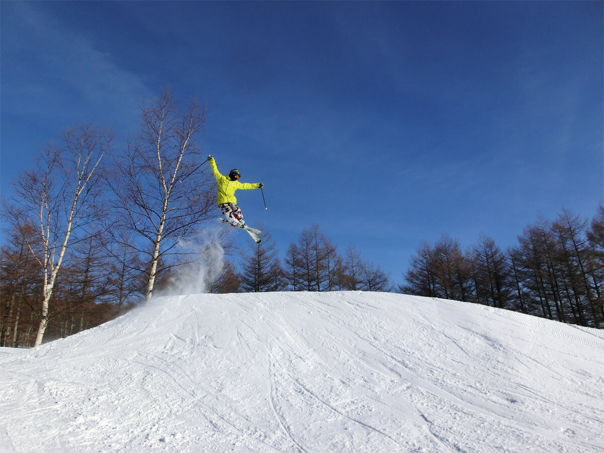Play with snow at ski resorts in spring