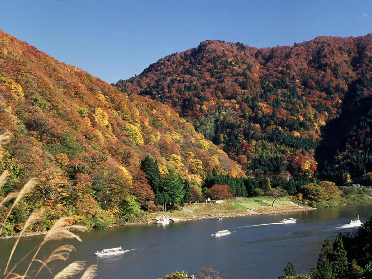 Mogami Gorge Basho Line Sightseeing (Traveling down the Mogami River by boat)_2