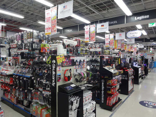 Shopping at electronics stores(BIC CAMERA)